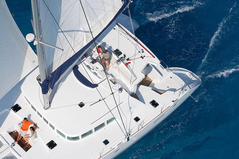 Azimut 46 Fly. catamaran Lagoon 500